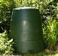 Green Johanna - a sealed composter with an insulating jacket See http://www.greatgreensystems.com/green-johanna for details